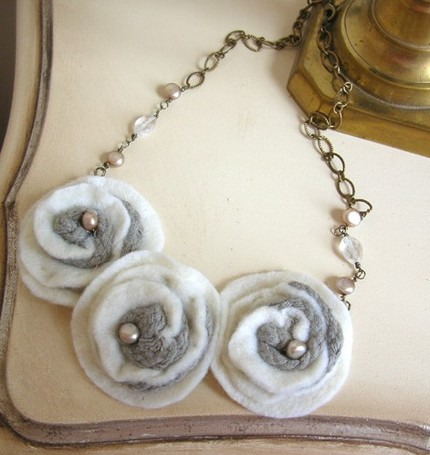 creme bouquet necklace